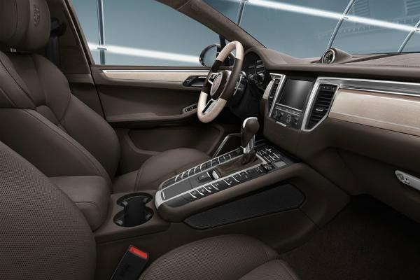 Bọc da taplo ô tô giúp chiếc xe thêm sang trọng và đẳng cấp hơn