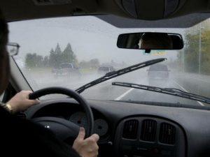 Có nên dán phim cách nhiệt kính lái ô tô?
